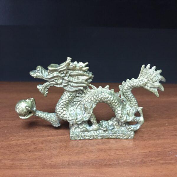 Дракон с жемчужиной